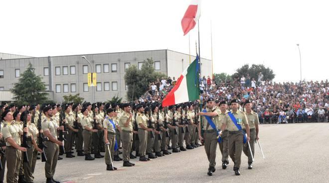"""I Volontari del 17° Reggimento """"Acqui"""" hanno prestato giuramento di fedeltà alla Repubblica Italiana"""