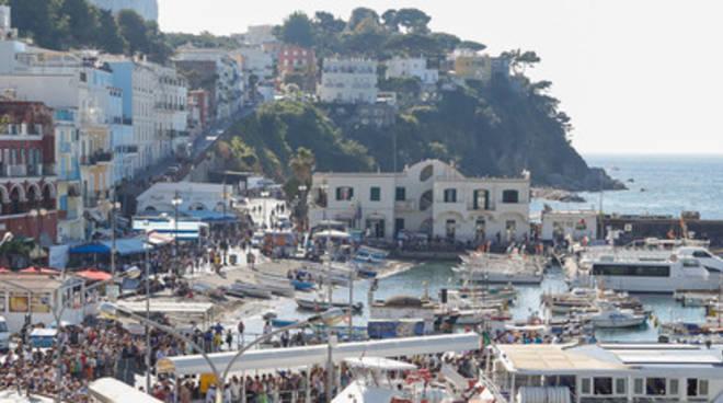 Capri, nei pantaloni 31enne nasconde cocaina: arrestato al porto