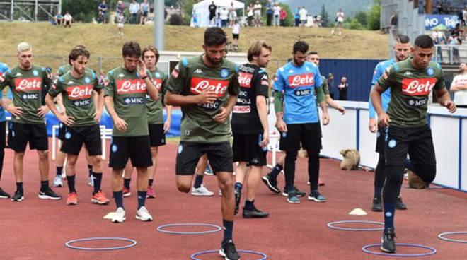 Dimaro,applausi per il Napoli e allenamento sotto la pioggia