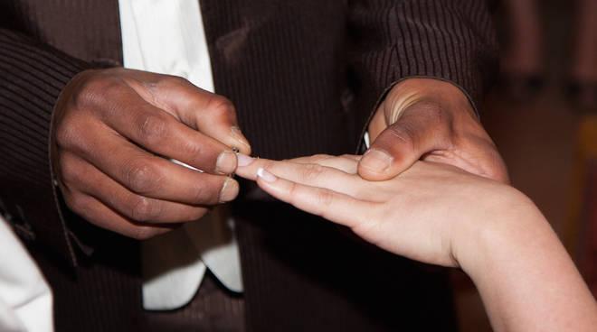 Cava de\' Tirreni. Organizzavano falsi matrimoni per ottenere ...