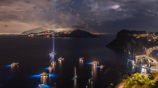 Mega yacht nel mare di Capri