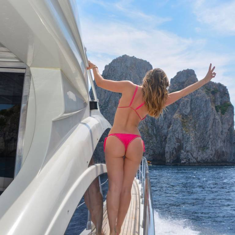 thais wiggers capri instagram