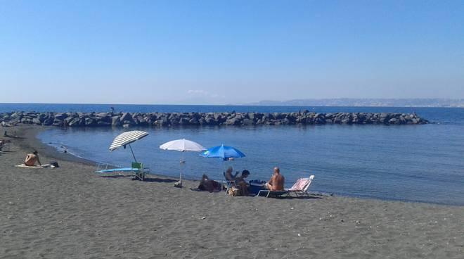 47enne muore nel mare di Portici