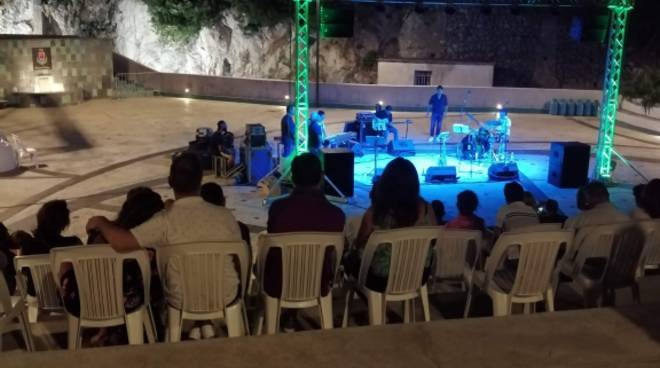 I Dirty Six, il grande jazz a Positano: che performance!
