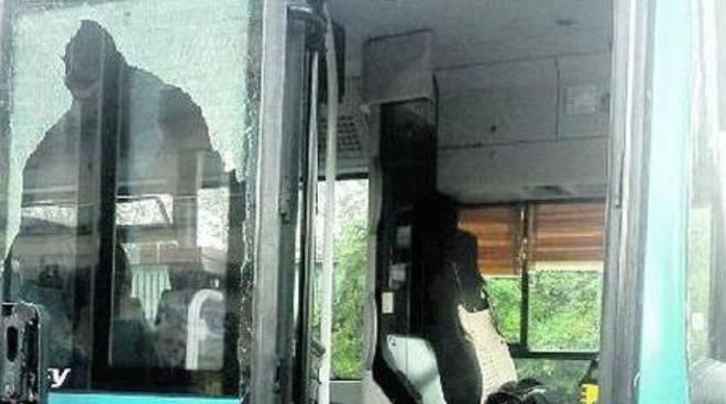 porta rotta dell'autobus