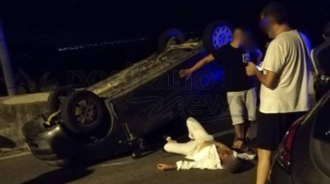 Amalfi. Brutto incidente, l'auto si ribalta