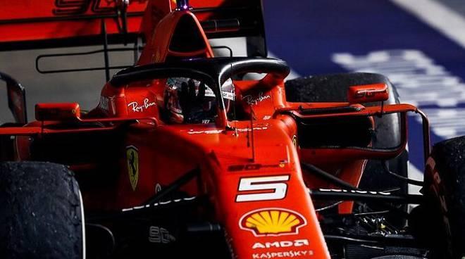 GP Singapore. Doppietta Ferrari. Vettel vince davanti a Leclerc
