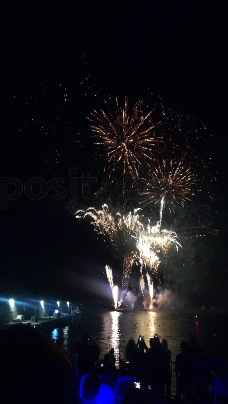 Meta. Fuochi d'artificio in onore della Madonna del Lauro