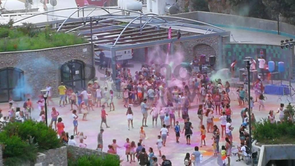 positano-l-holi-festival-oggi-in-piazza-di-racconti-la-festa-dei-colori-3260586