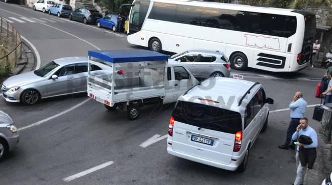Positano vigili multano bus turistico