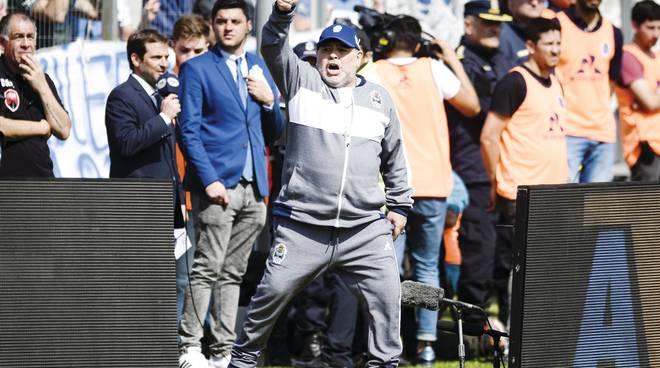 Sfortunato il nuovo debutto nel campionato di casa   maradona, festa con sconfitta  Lo stadio del Gimnasia strapi