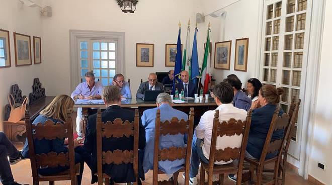 Tavolo di confronto a Capri