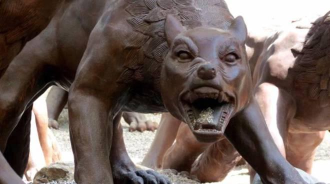 L\'invasione dei lupi cinesi a Napoli