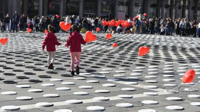 """Milano, \""""apparecchiata\"""" piazza Duomo contro la fame nel mondo"""