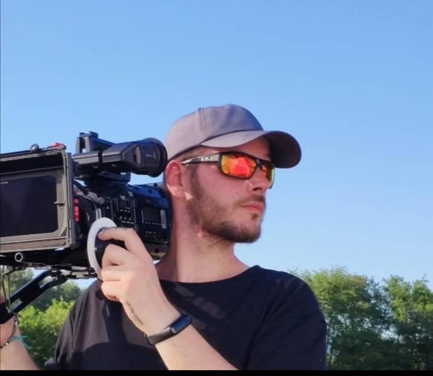 Giovani cineasti crescono. La Campania continua a produrre artisti emergenti nel panorama cinematografico.
