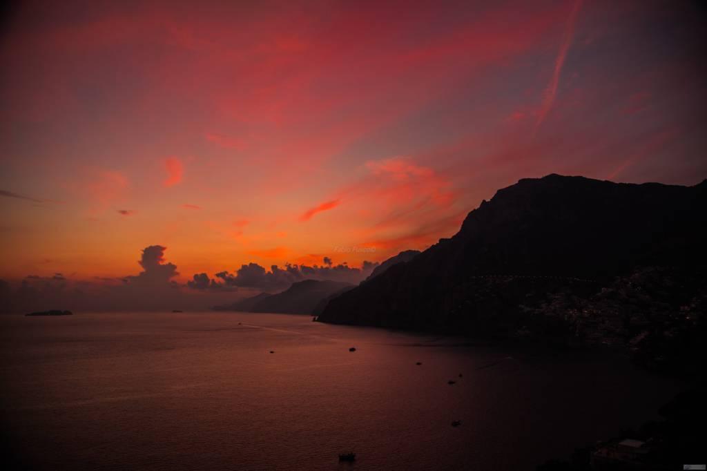 La magia del tramonto di fine ottobre a Positano di Fabio Fusco