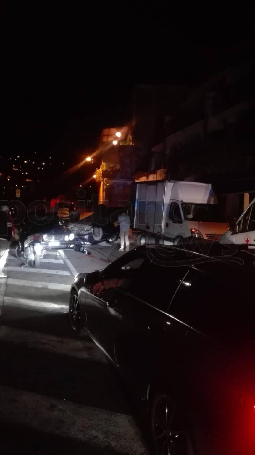 Positano incidente nella notte auto ribaltata