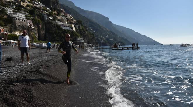 Positano, la seconda tappa di Salvatore Cimmino: in partenza verso Praiano