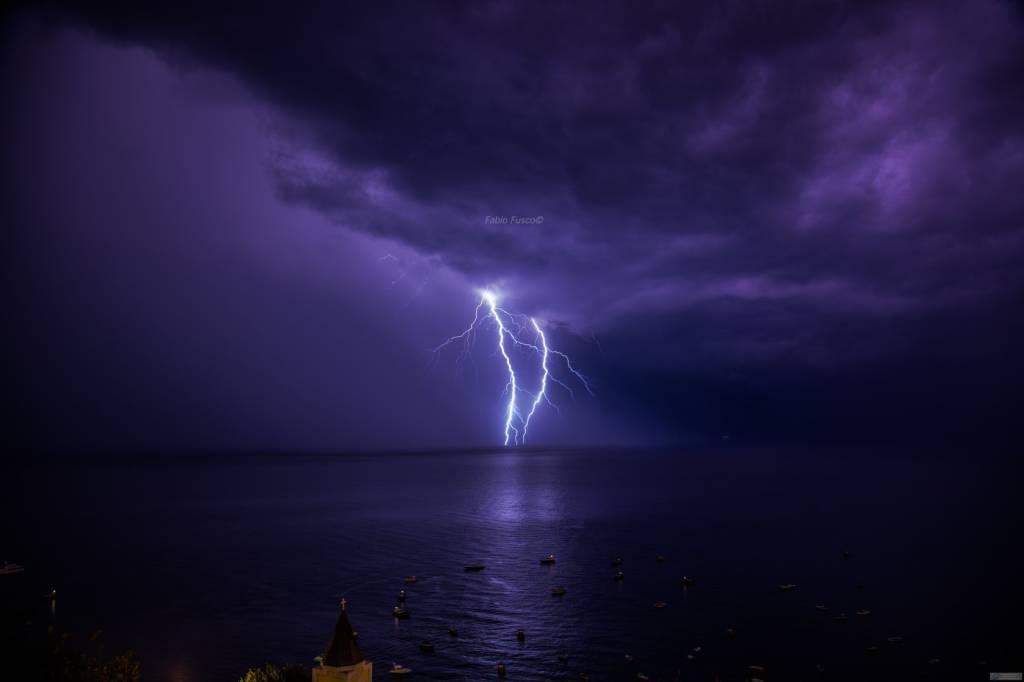 Positano le spettacolari foto dei fulmini
