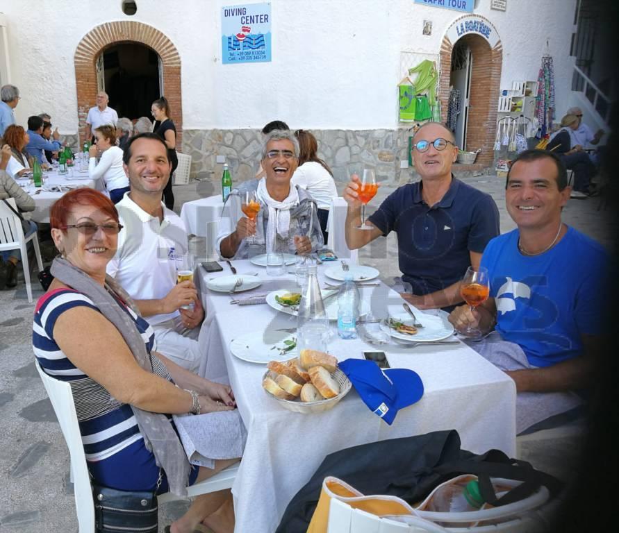 Praiano, l'accoglienza di Salvatore Cimmino dopo la grandiosa traversata da Positano
