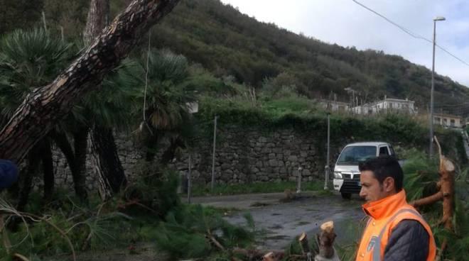 Maltempo, situazione ancora d'emergenza tra Sant'Agnello e Piano di Sorrento: grazie a chi è a lavoro - Positanonews