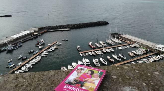 """Elisa Isoardi: a Piano di Sorrento è tutto \""""Buonissimo!\"""""""