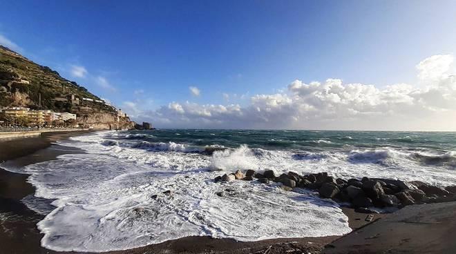 Allerta meteo Napoli: scuole aperte domani 5 febbraio. Chiusi i parchi