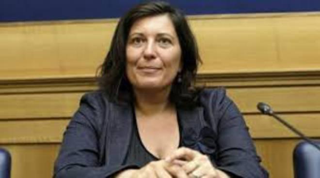 """M5S Ciarambino: """"Sacchetti contro De Luca, la vera protesta è con l'esercizio del voto"""""""