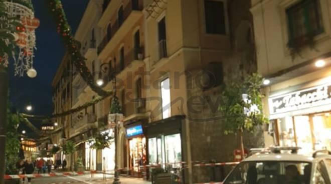 Sorrento / Castellammare di Stabia. Vento forte cadono cornicioni a Corso Italia e Via Marconi - Positanonews