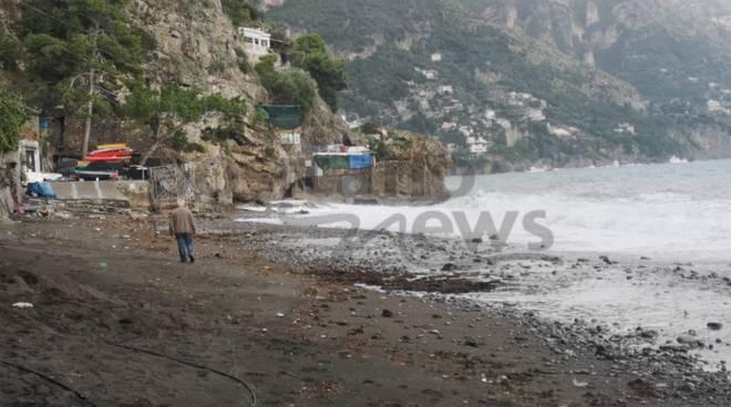 Spiaggia di Fornillo distrutta dalle onde