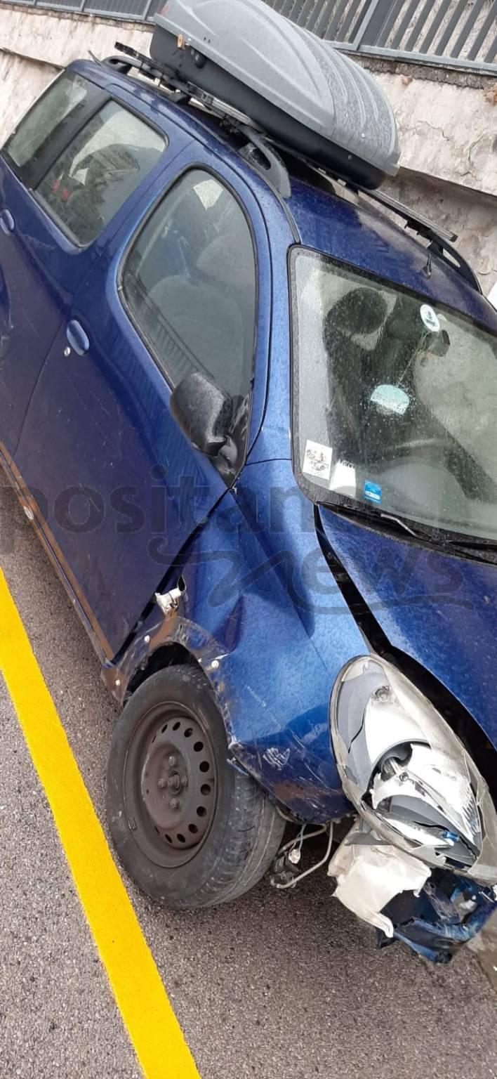 Atrani. Incidente scorsa notte: foto dei veicoli in sosta distrutti