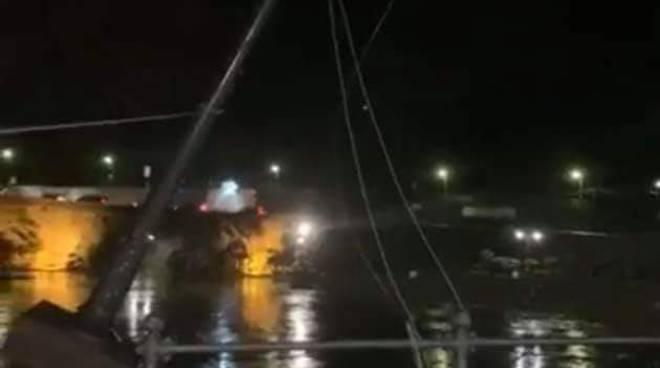 Lampioni caduti al porto di Maiori