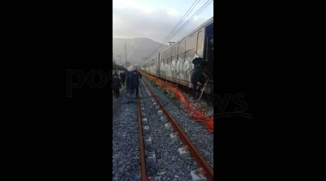 treno per sorrento si blocca a pioppaino