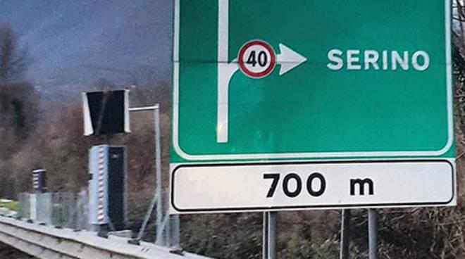 autovelox dietro cartello autostradale