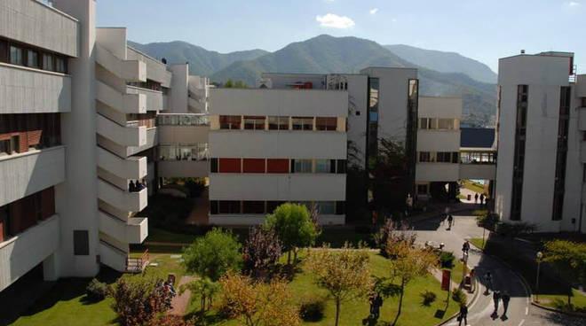 """Tragedia a Fisciano, morta una studentessa. I ragazzi dell'ateneo: """"sarà l'ennesimo suicidio!"""""""