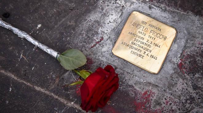 """Per non dimenticare, \""""Pietre d\'inciampo\"""" anche a Napoli."""