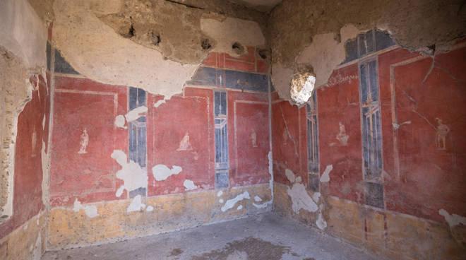 casa pareti rosse pompei