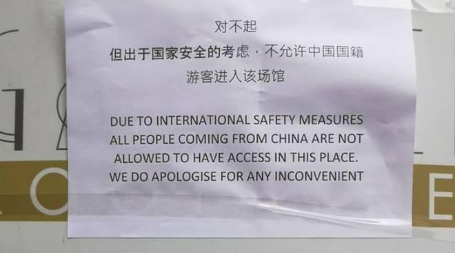"Coronavirus, cartello in bar ""Cinesi non entrate""/ A Firenze: ""Tossite a casa vostra"""