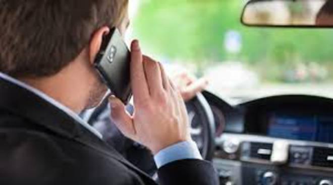 Guida col cellulare