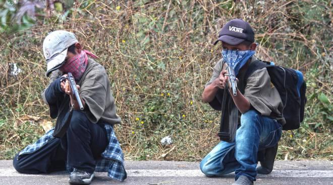 In Messico i bambini si arruolano per difendere i propri cari