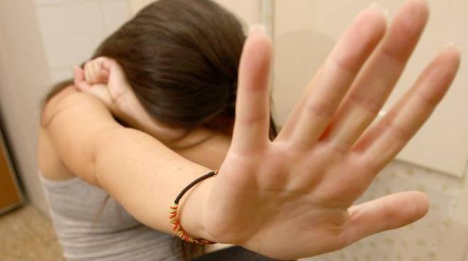 Ischia, ragazzina abusata da un amico di famiglia