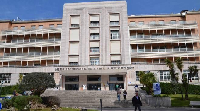 Coronavirus, presunto caso a Napoli: sotto osservazione una donna