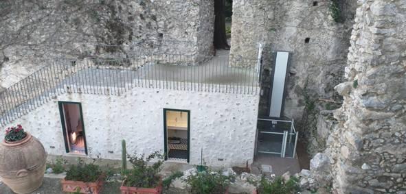 Ravello. Villa Rufolo e gestione commissariale: le foto del montascale installato nel 2018