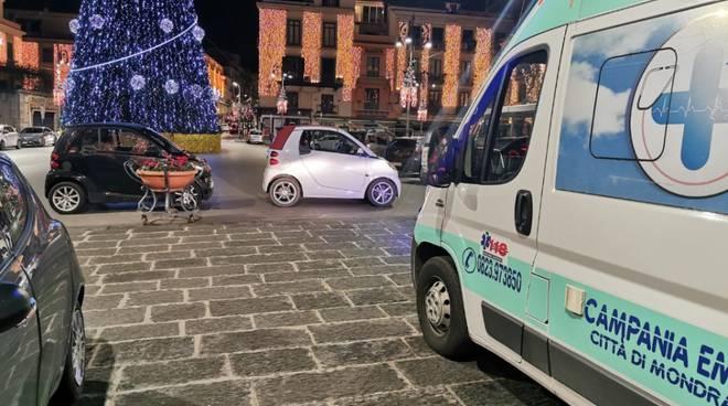 Sorrento, auto ostruiscono il passaggio all'ambulanza