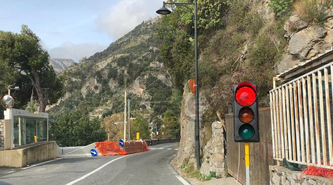 Costiera Amalfitana. La statale è un cantiere a cielo aperto: semafori da Maiori a Positano