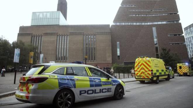 Londra, accoltella persone in strada: ucciso dalla polizia