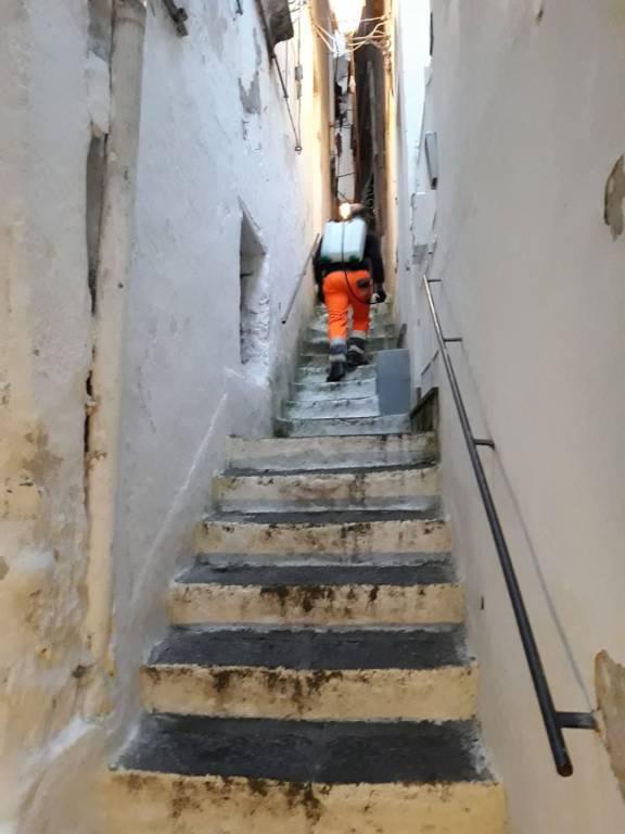 Amalfi. Sanificazione strade: la scorsa notte interventi a Pogerola