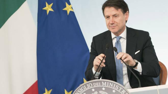 Approvato il nuovo decreto: chiusura Lombardia e altre 14 province. Scatta la paura e tutti ritornano al Sud