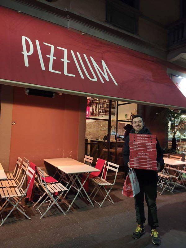 Coronavirus. Milano, pizzaiolo napoletano regala pizze agli infermieri