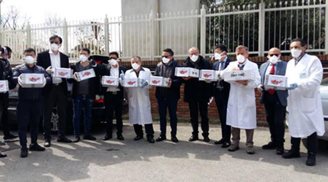 Emergenza Coronavirus, Campania. Comunità cinese consegna al Cotugno pacchi con mascherine